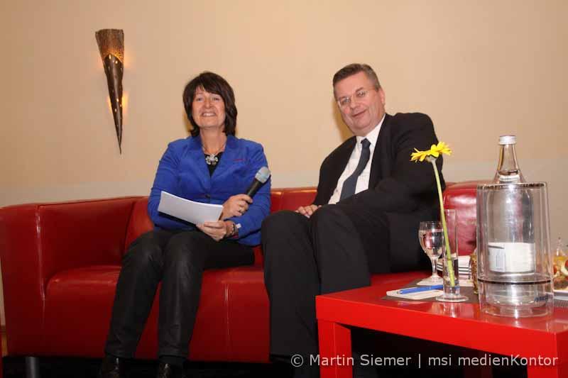 Dfb Präsident Auf Dem Roten Sofa Die Hunte Onlinezeitung Für